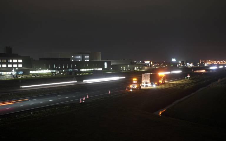 A7 richting Heerenveen bij Tjalleberd afgesloten vanwege ongeluk met vrachtwagen.
