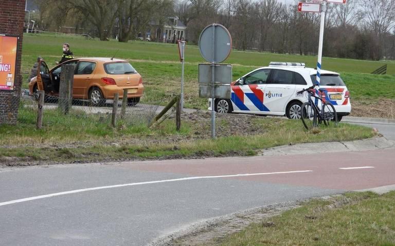 Fietser komt hard ten val na ongeluk op Bredyk in Jelsum.
