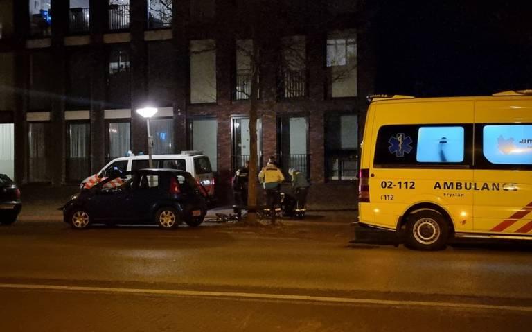 Fietser raakt gewond bij botsing met andere fietser op Zuidvliet in Leeuwarden.