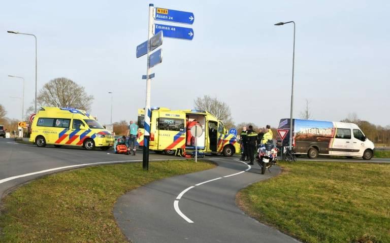 Fietser ernstig gewond geraakt na botsing met busje in Appelscha.