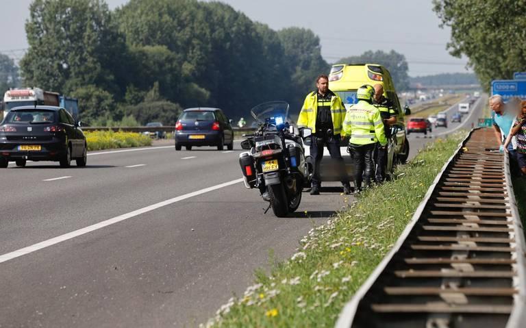 Rijstrook A7 tussen Heerenveen en Joure dicht door ongeval.