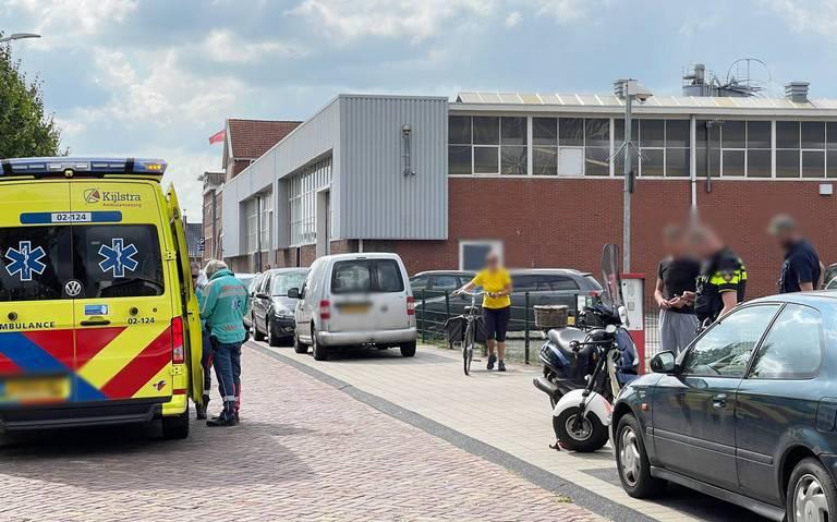 Scooterrijder gewond na botsing met auto op Moleneind Zuidzijde in Drachten.