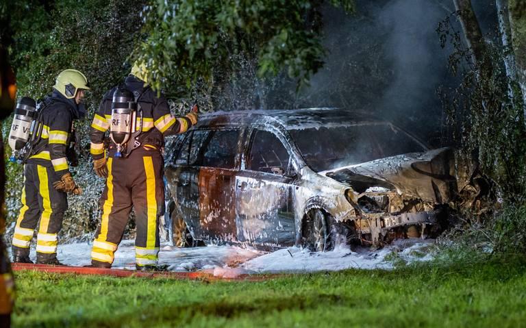 Auto in brand na ongeval op afrit A6 bij Oldeouwer.