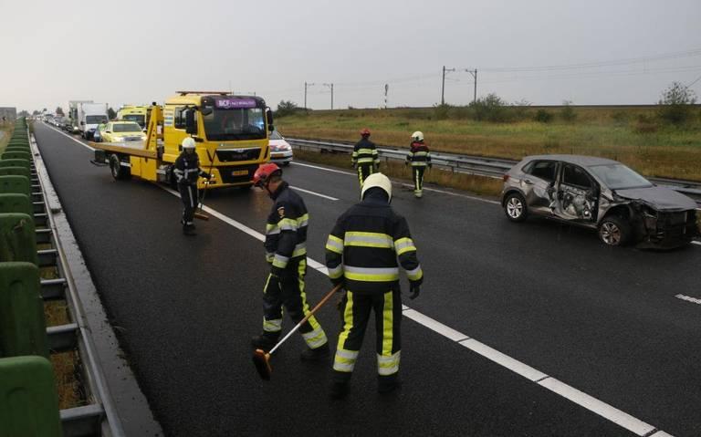 File op A32 na ongeval tussen auto en vrachtwagen.