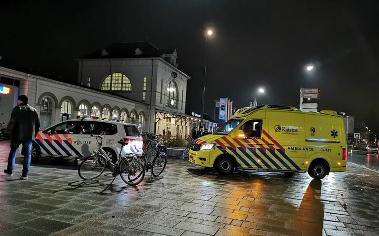 Fietser gewond bij aanrijding voor station Leeuwarden.