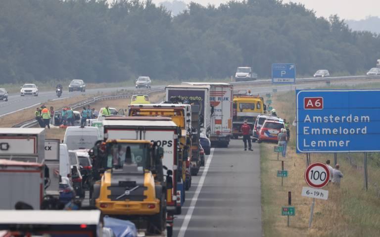 Ongeval met meerdere voertuigen op A6 bij Oldeouwer: weg is weer vrijgegeven.