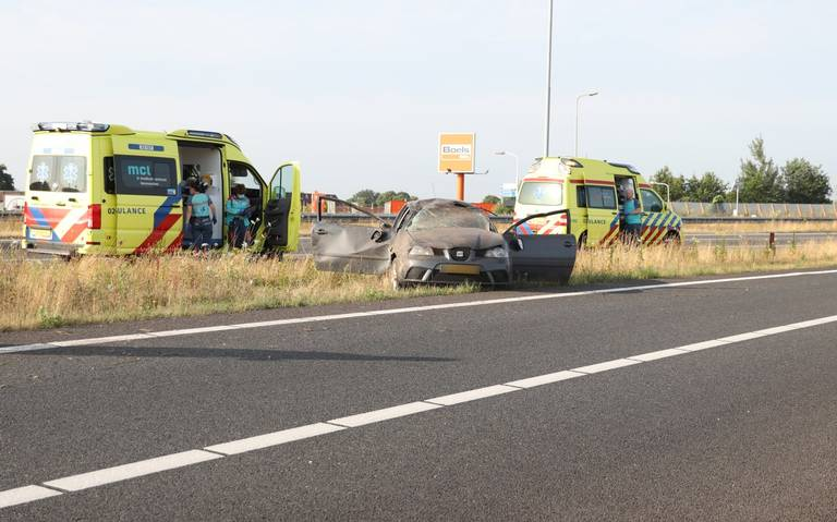 Zwaar ongeluk op N210 bij Lopik, twee personen naar ziekenhuis.