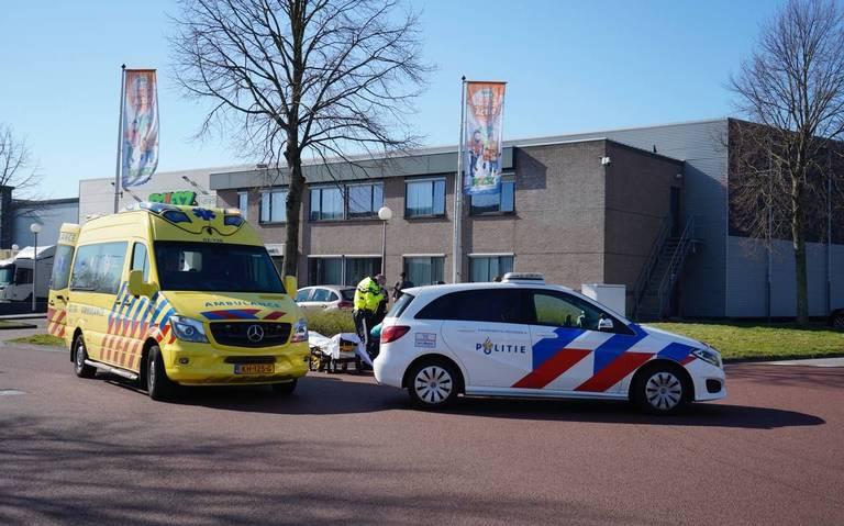 Motorrijder gewond bij botsing met auto in Sneek.