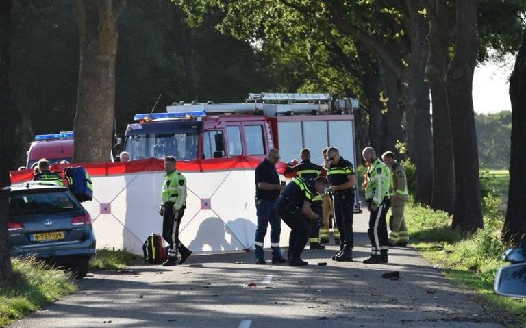 Motorrijder uit Appelscha overleden na aanrijding tegen boom.