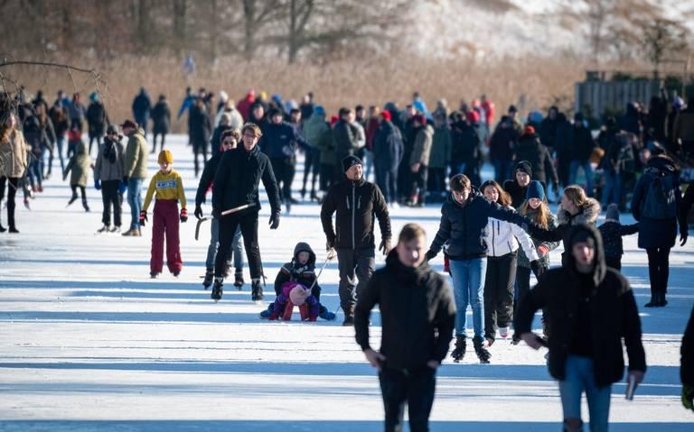 Dokterswacht in Friesland overbelast door schaatsongelukken.