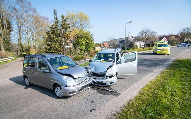 Gewonde bij botsing tussen twee autos bij Blesdijke.
