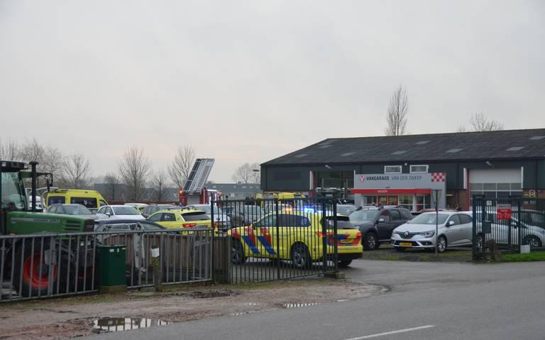 Ernstig ongeval in werkplaats van autobedrijf in Wergea.