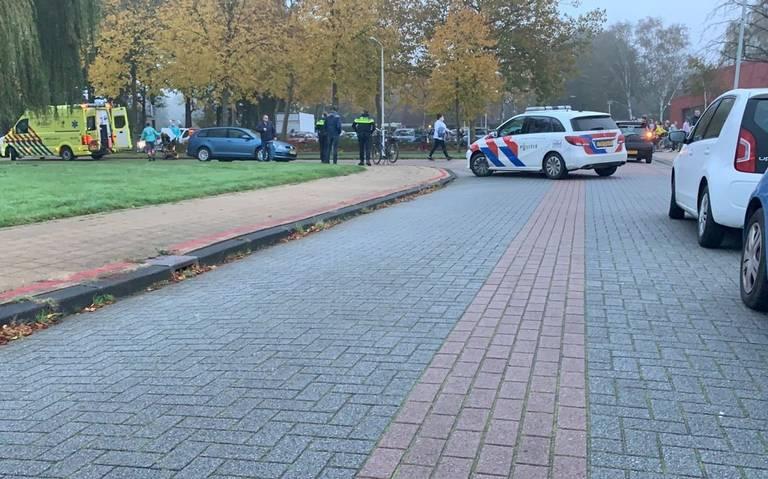 Fietsster gewond bij botsing met auto in Drachten.