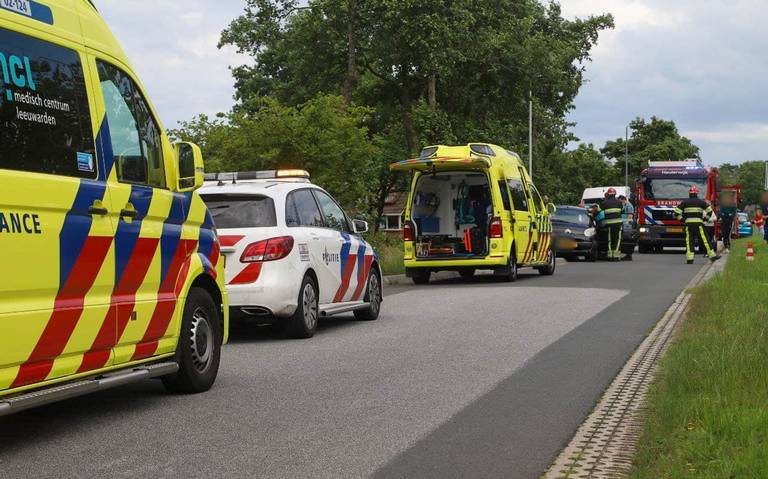 Automobilist gewond na botsing tussen twee autos.