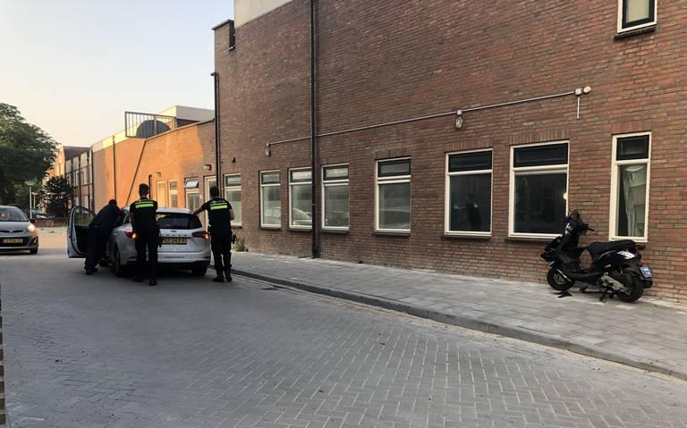 Scooterrijder gewond bij botsing met auto in Leeuwarden.