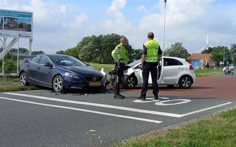 Gewonde bij botsing tussen twee autos in Franeker.