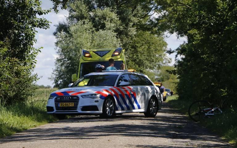 Wielrenner gewond bij eenzijdig ongeval in Stiens.