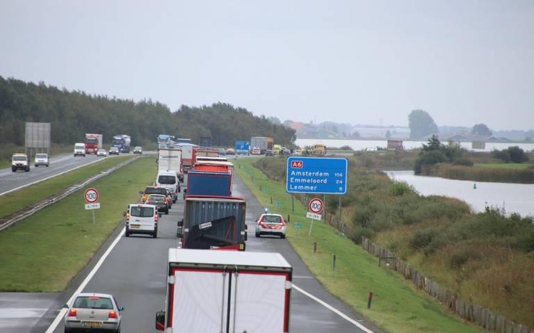 Flinke file op A6 tussen Joure en Lemmer door ongeval.