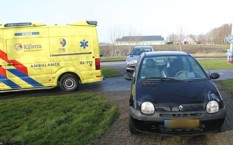 Aanrijding tussen twee scooters op de Nieuwe Ebbingestraat in Groningen: één gewonde.