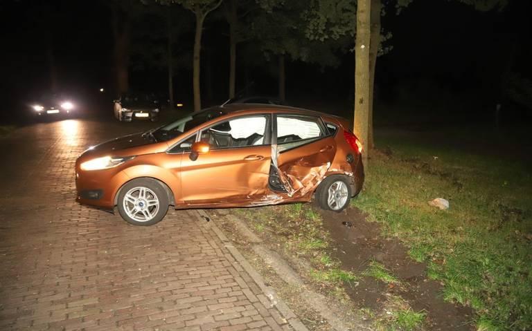 Geen gewonden na autobotsing in Bakkeveen.