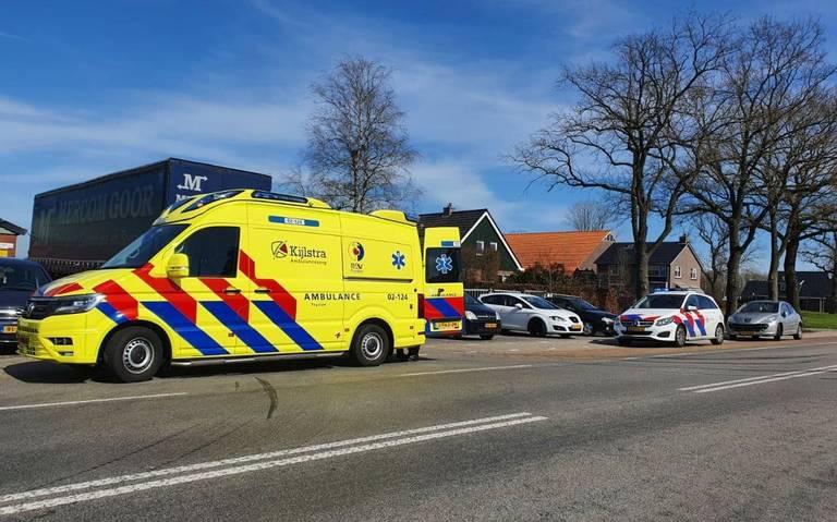 Scooterrijder gewond bij botsing met vrachtwagen op N380 in Donkerbroek.