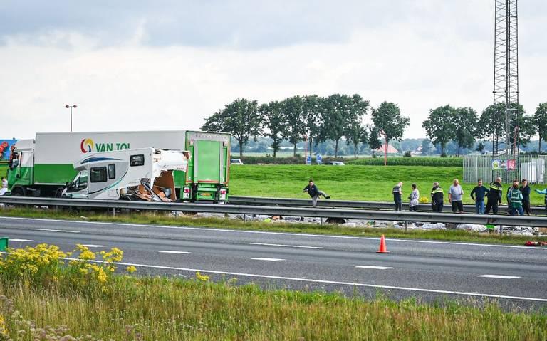 Ravage op A32 na ongeluk op A32: snelweg richting Heerenveen afgesloten.