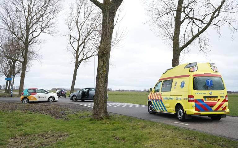 Kop-staartbotsing tussen drie autos in Oude Pekela.