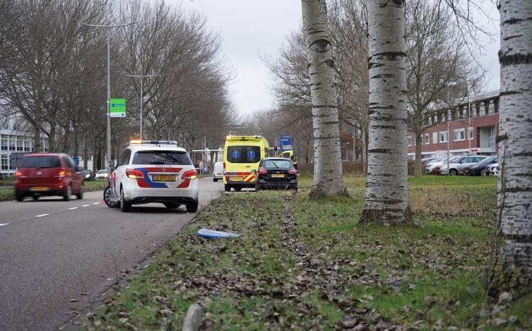 Auto ramt verkeersborden tijdens eenzijdig ongeval in Leeuwarden.