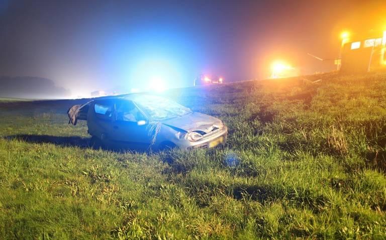 Ongeval met twee autos op de A7: weg deels dicht.
