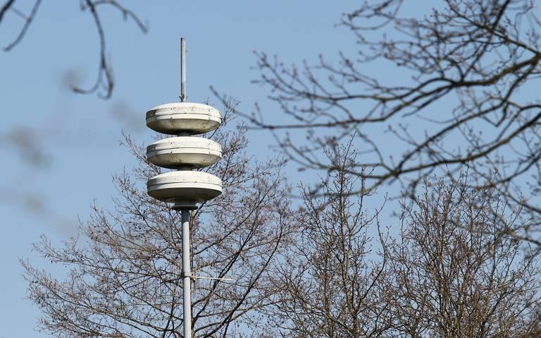 Luchtalarm klinkt in heel Noord-Nederland enkele minuten later. Meldkamer is druk met ongeluk in Nieuwolda.