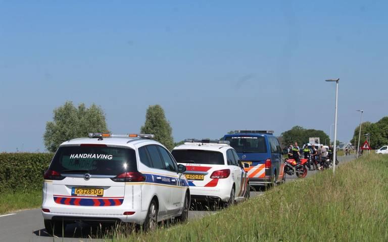 Fietsster gewond bij botsing met motorrijder naast N357 bij Jelsum.