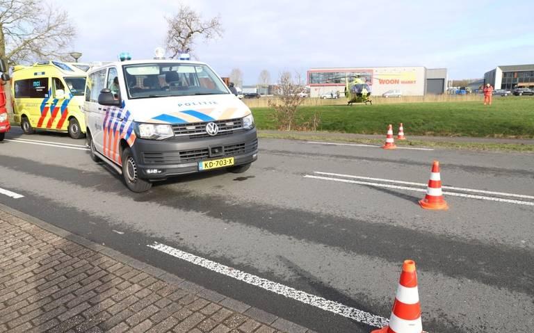 Ernstige aanrijding tussen twee autos in Gorredijk: twee personen gewond.