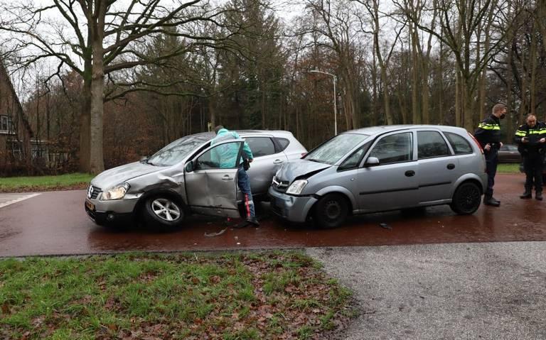 Bestuurder gewond bij botsing op kruising in Olterterp.