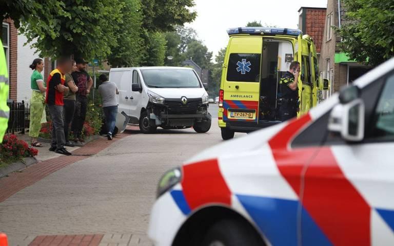 Motorrijder gewond na botsing met auto in Lippenhuizen.