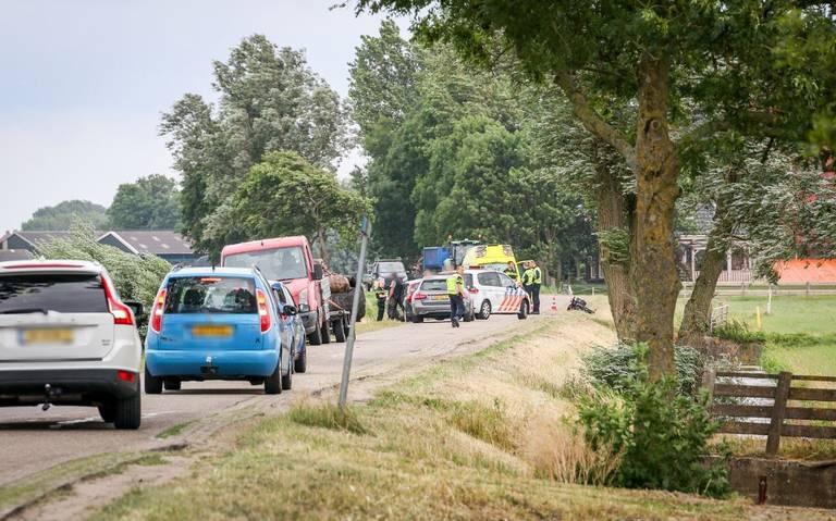 Ongeval op de Nijewei tussen Abbega en Wolsum: één persoon met spoed naar ziekenhuis.