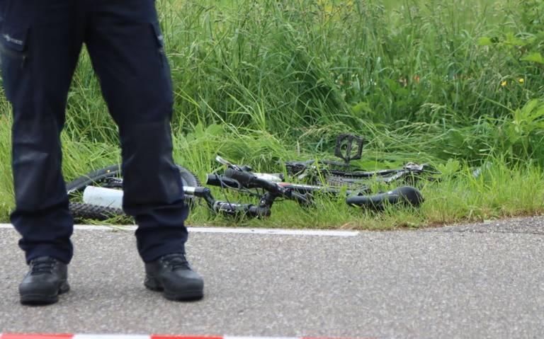 Wielrenner zwaargewond na aanrijding bij Groene Ster in Leeuwarden.