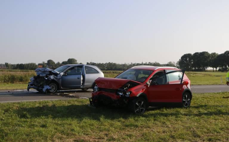 Frontale botsing tussen twee autos bij Bitgummole.