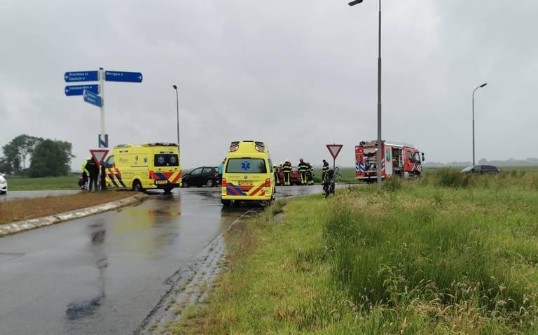 Ongeval tussen twee autos op de Wegeasterdyk: weg afgesloten.