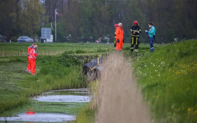 Man overlijdt bij eenzijdig auto-ongeluk in Holwerd.