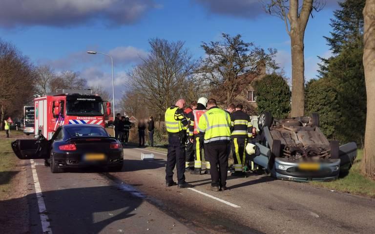 Ongeval met twee autos op de N358: forse schade.