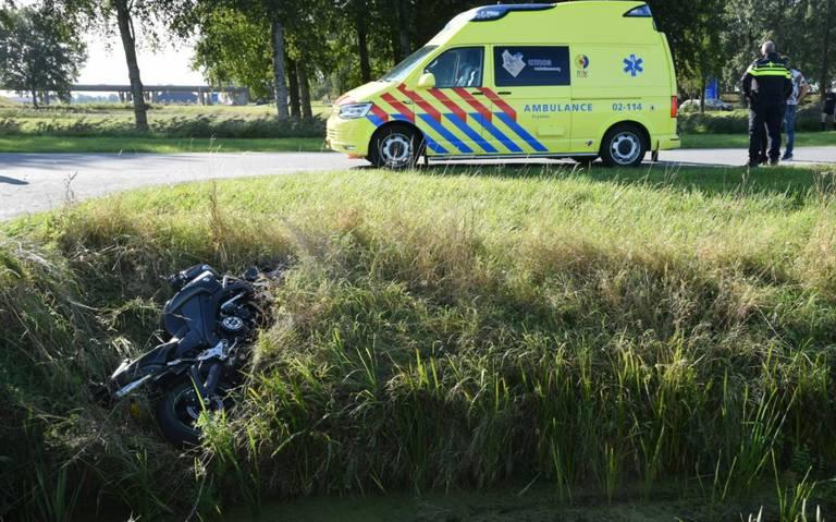 Motorrijder raakt gewond bij ongeluk in Marsum.