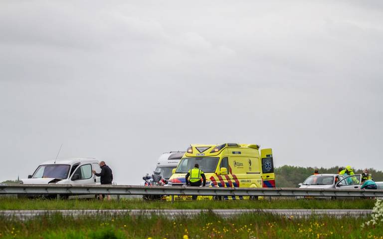 Twee botsingen in file achter gekantelde vrachtwagen op A7.