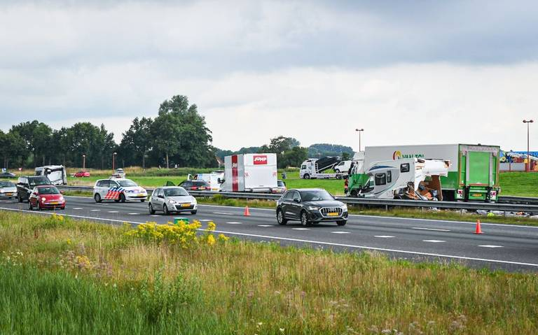 LC dagoverzicht - 16 juli | Groot ongeluk op A32 en eerste testrit voor vernieuwde treinen Arriva.